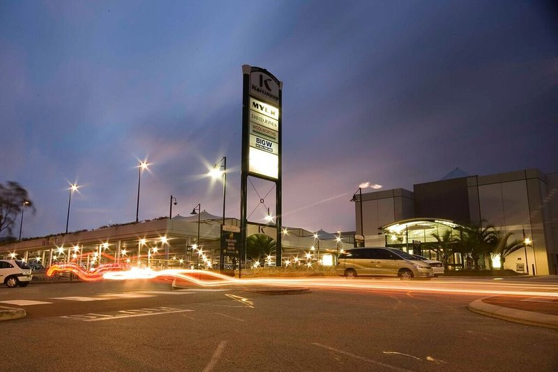 2 minutes drive to Karrinyup Shopping Centre.