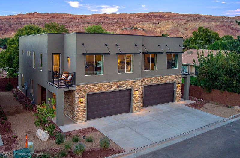 Sleeps 24   Pet Friendly   Free Bikes   EPA Cleaning   Flex Cancel   590/594, holiday rental in Arches National Park