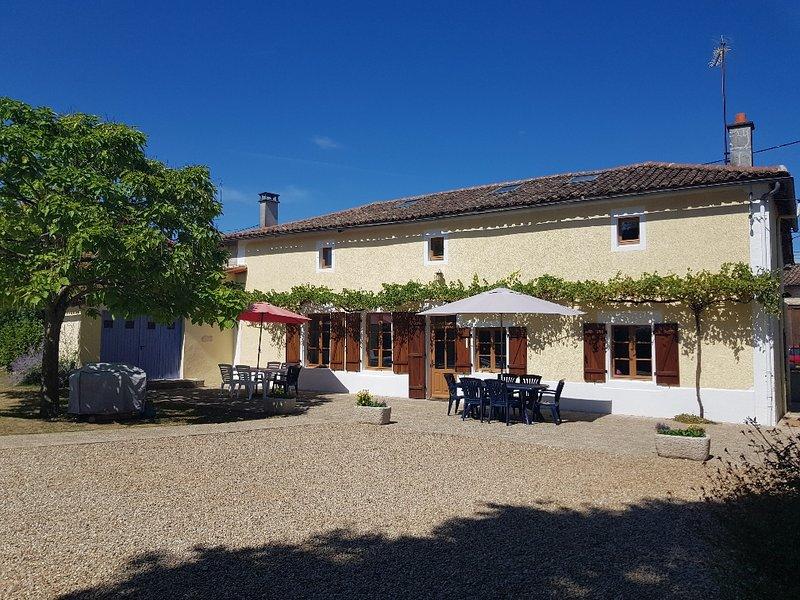 House in Clussais-la-Pommeraie, location de vacances à Messe