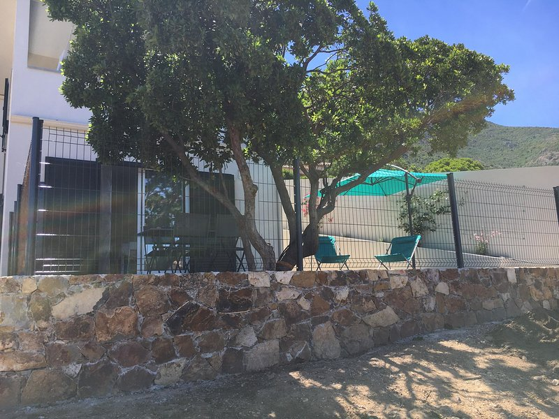T3 VUE MER neuf, au calme, climatisé, tout équipé, proche plages & commerces, location de vacances à Corse
