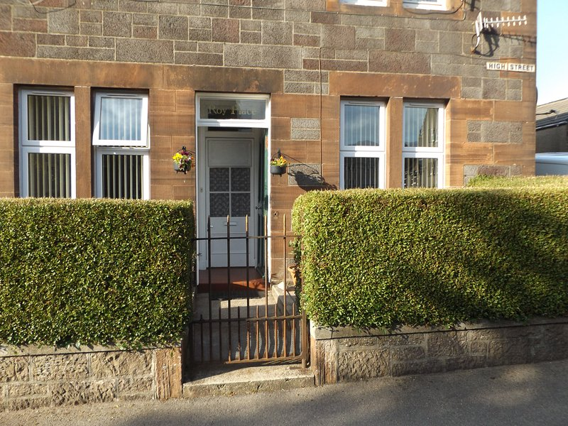 Roy Place Holiday Apartment Campbeltown, vacation rental in Tayinloan