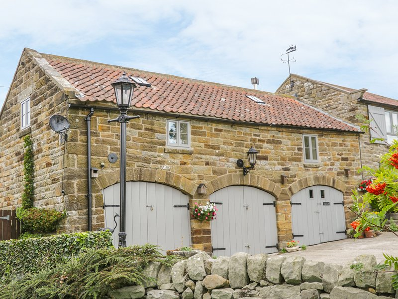 THE LOFT, romantic, luxury holiday cottage, with a garden in Staintondale, Ref, holiday rental in Ravenscar