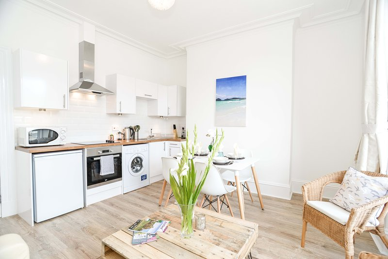 Modern 2 bedroom Central Apartment, Ferienwohnung in Aberdeen