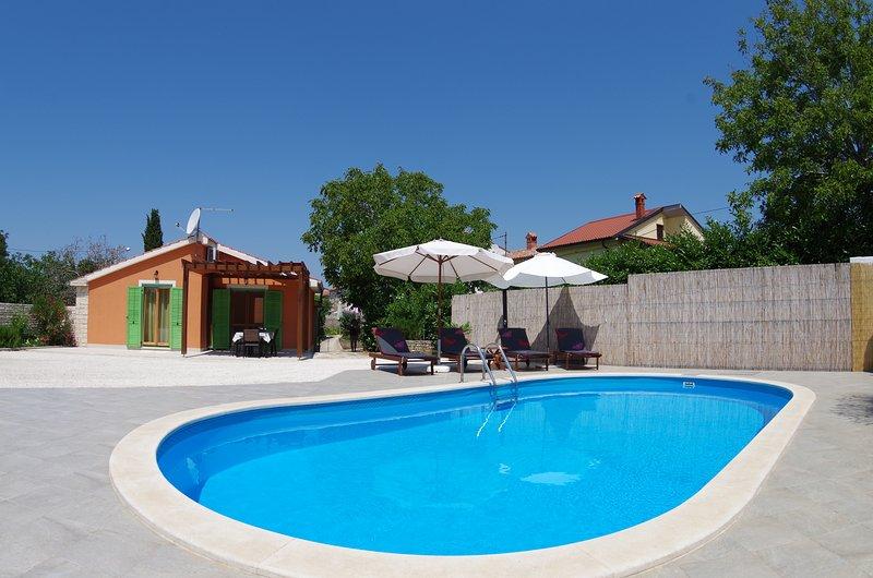 Holiday House Sv.Kirin, private pool, location de vacances à Vodnjan
