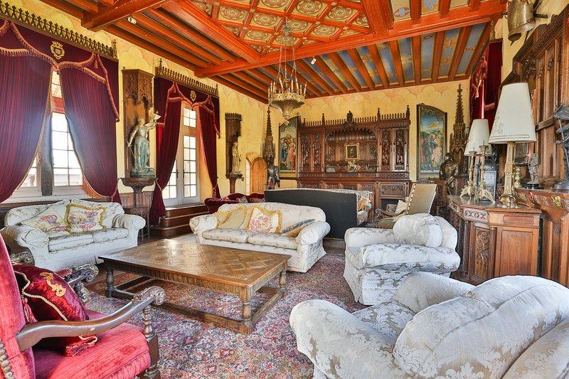 Maine d'Euche Chateau Sleeps 30 with Pool - 5575552, location de vacances à Bourdeilles