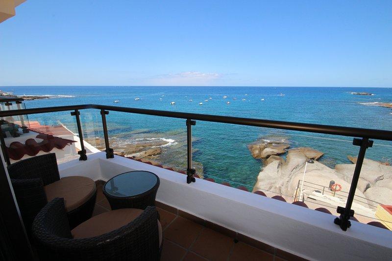 Very nice apartment Caleta Sunrises, sea view, holiday rental in La Caleta