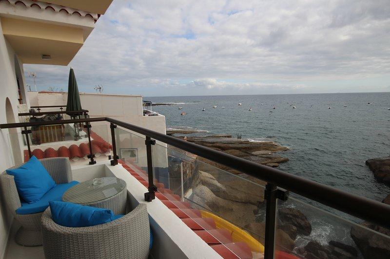 Apartment Caleta Sunrise, sea view, holiday rental in La Caleta