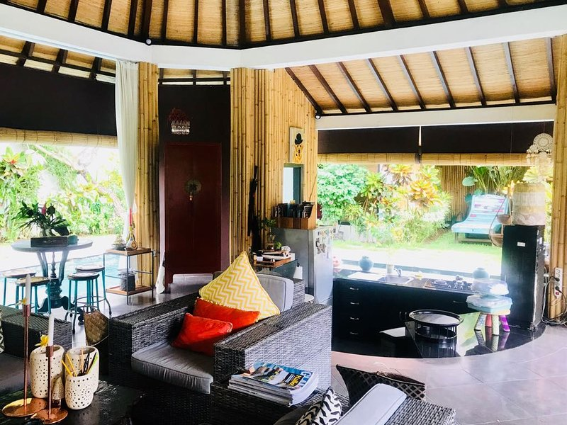 FENGSHUI VILLA - NEW 3 BEDROOMS EXCLUSIVE PRIVATE VILLA IN UMALAS KEROBOKAN BALI, holiday rental in Kuta
