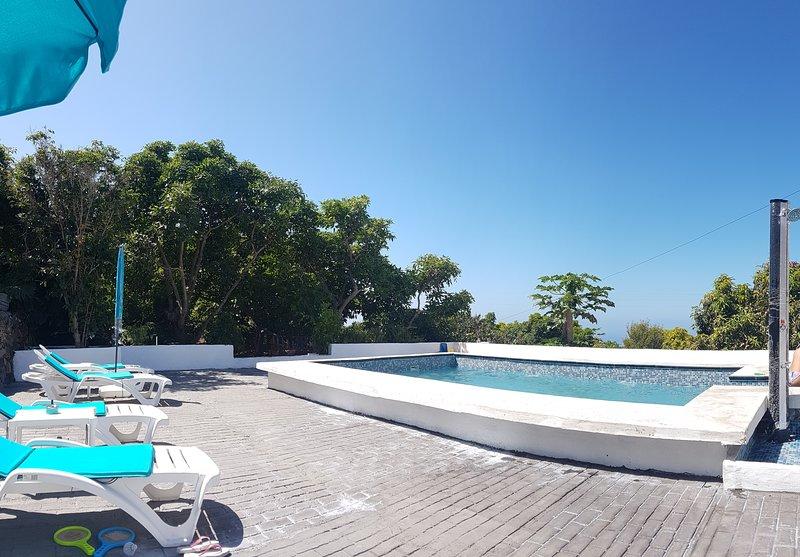 Salt pool area and solarium