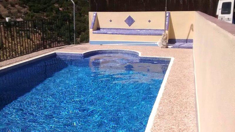 Beautiful villa with swimming-pool, vacation rental in Casarabonela