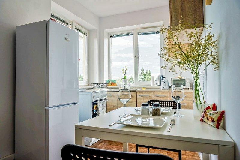 NEW house next to park, close to CENTRE&AIRPORT, casa vacanza a Piastow