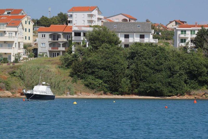 Three bedroom apartment Povljana, Pag (A-6476-a), vacation rental in Povljana