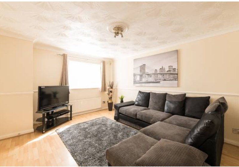 Luxury 3-bed House Nr ExCel London/O2 /Central London. Sleeps 6. Free WIFI and Parking.