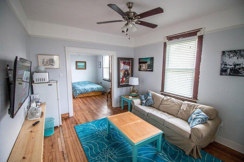 1BR 1BA Independent Apartment off Oak Street., holiday rental in Saint Rose