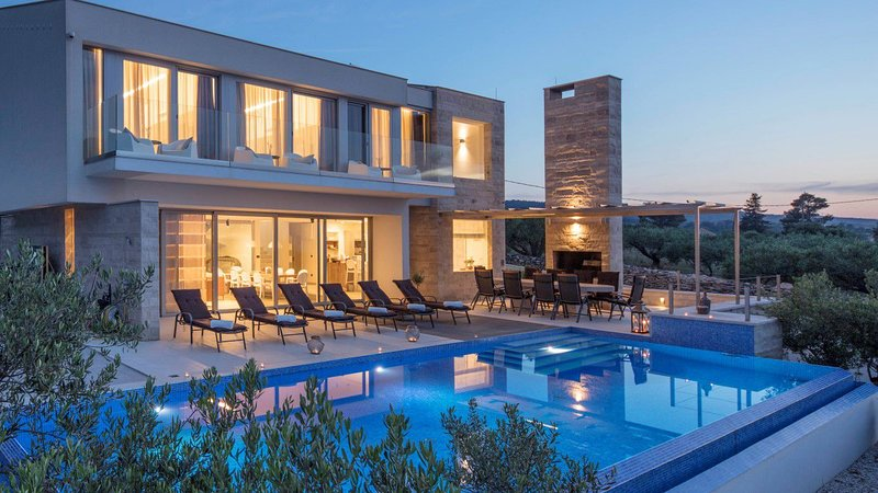 Villa Rainbow – Modern pool villa for rent with fantastic views Splitska, Brac, aluguéis de temporada em Splitska