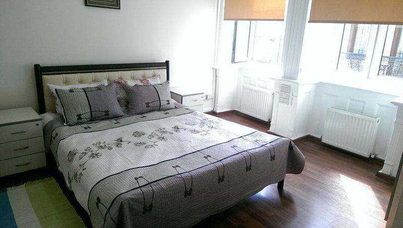 Abdullah Hostel - 5 Bedrooms, sleeps 10, vakantiewoning in Bakoe