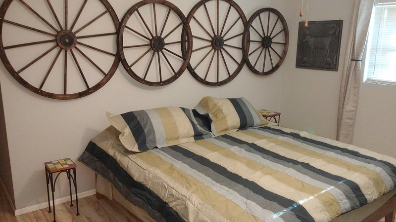 Rural Oasis - King's Room with shared Bathroom, holiday rental in Comanche