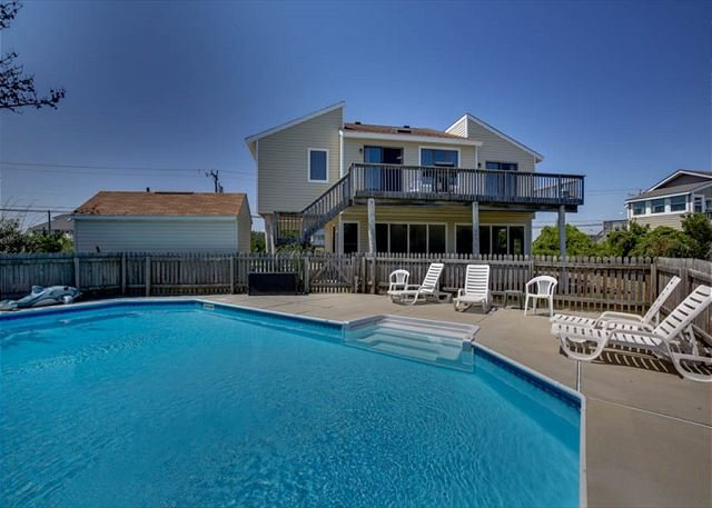 Fantastic family retreat! *dog friendly!* Steps to the beach, alquiler de vacaciones en Virginia Beach