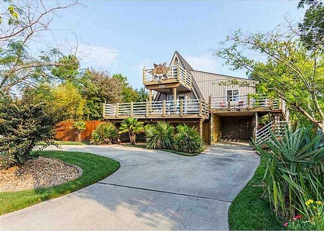 Adorable tropical cottage, just a 4 minute to the beach, sleeps 10!, location de vacances à Virginia Beach