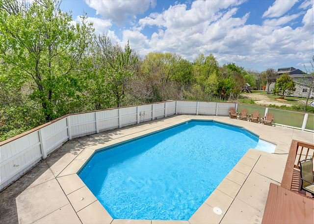 Gorgeous 5 bedroom beach house on quiet Oyster Lane, with pool!, location de vacances à Virginia Beach