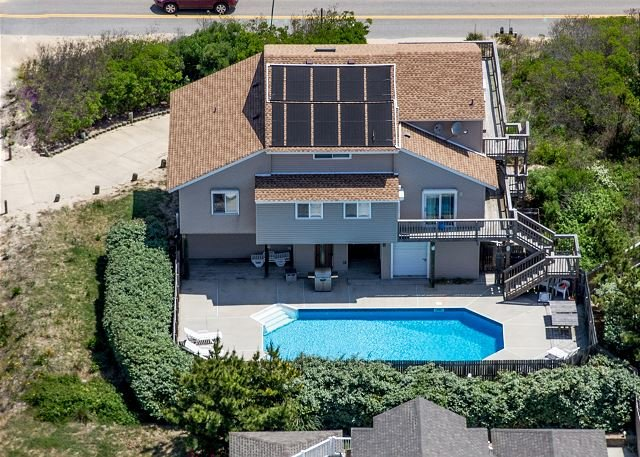 Beach Beauty with amazing pool close to the beach!Pet friendly!, alquiler de vacaciones en Virginia Beach