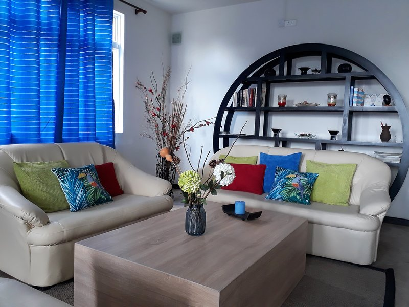 Charming Tropical  Apartment, alquiler de vacaciones en Distrito de Savanne