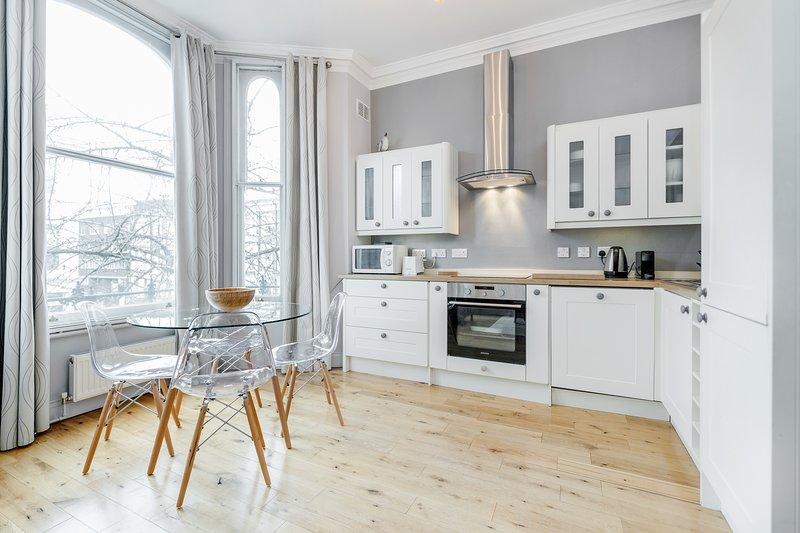 Gorgeous 2-Bedroom Apartment in Chelsea, aluguéis de temporada em Londres