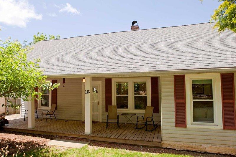 Cozy Cottage- Close to Biltmore Estate & Asheville