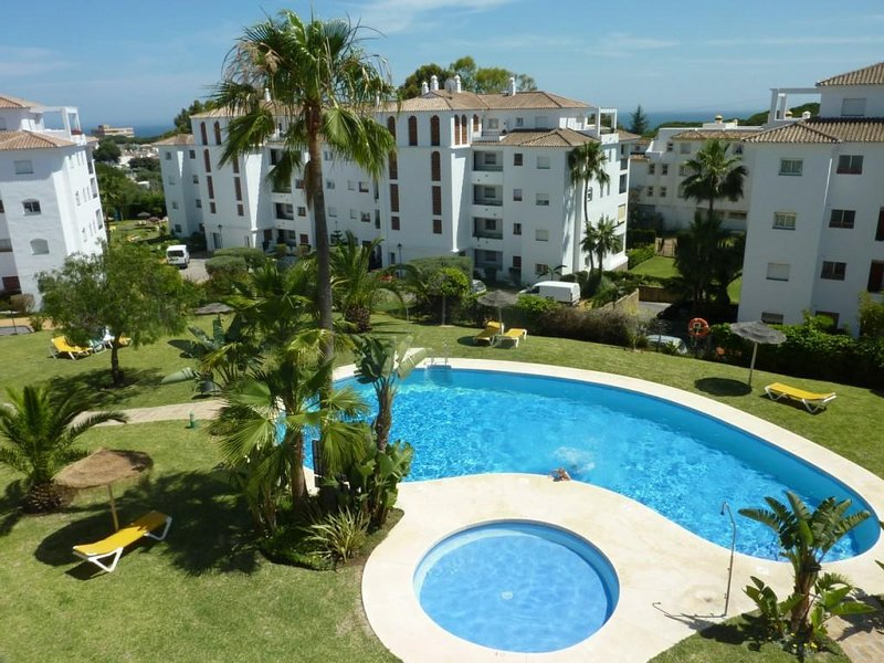 Well  located apartment within a walking distance from the sea, holiday rental in Sitio de Calahonda