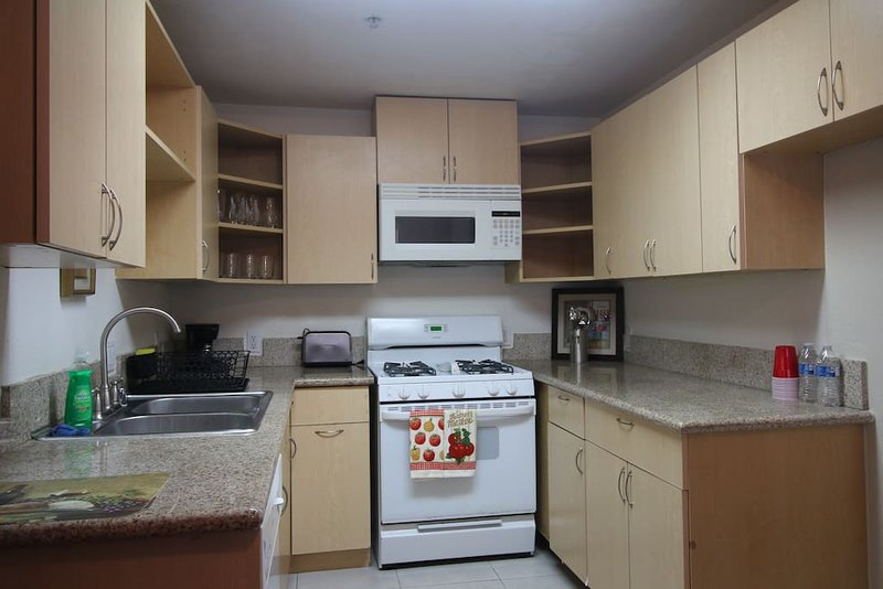 Gorgeous 2 Bedroom Apartment, holiday rental in San Fernando