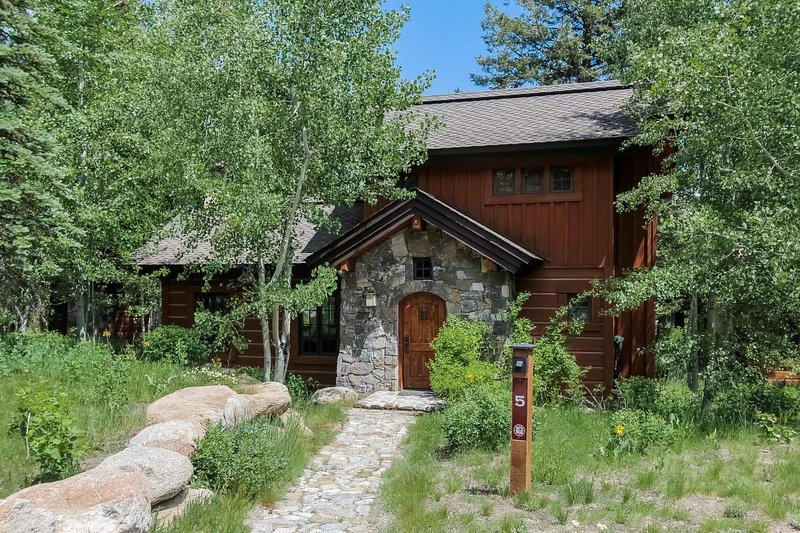 Discovery Cottage 5