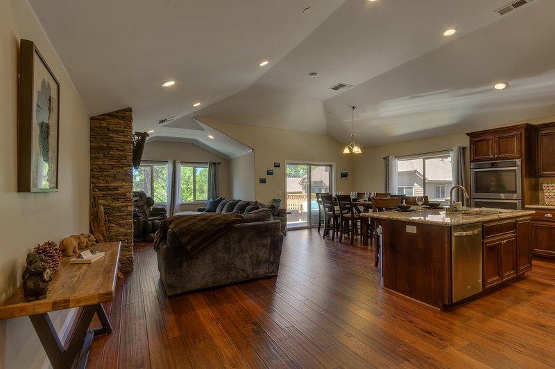 Tahoe Woods Oasis - Salon et cuisine à l'étage ouvert