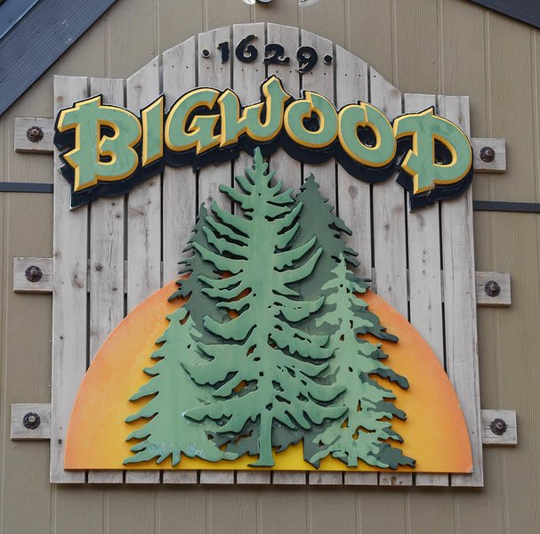 Bigwood #040             - Bigwood welcome sign