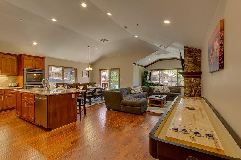 Tahoe Woods Luxury - Shuffleboard, a pé da praia - piso plano aberto