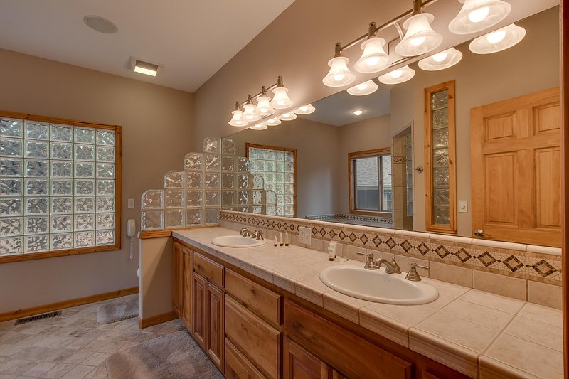 Angora Mountain Lodge - His & Hers Sinks