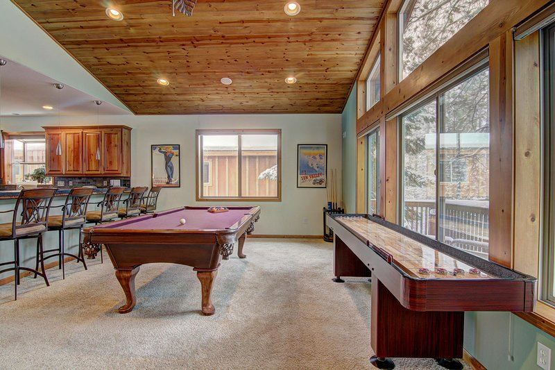 Angora Mountain Lodge - Private Billards and Shuffleboard