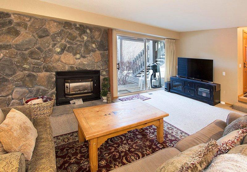 Snowcreek # 631 (Phase 4) - Wohnzimmer mit Kamin und TV