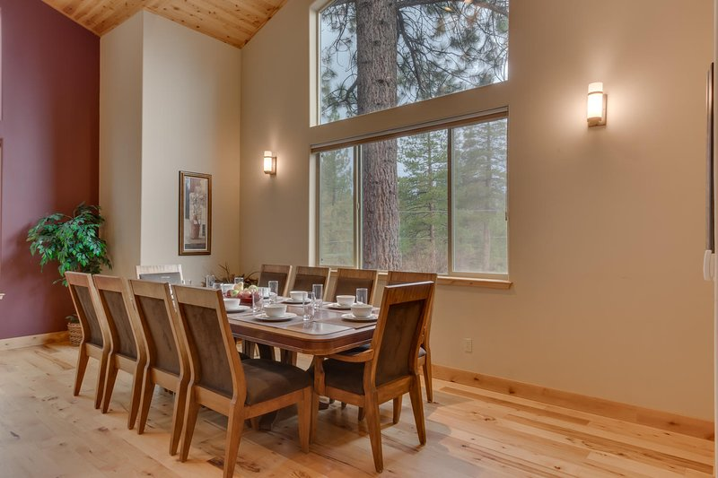 Evergreen Estate - Dining table for 10