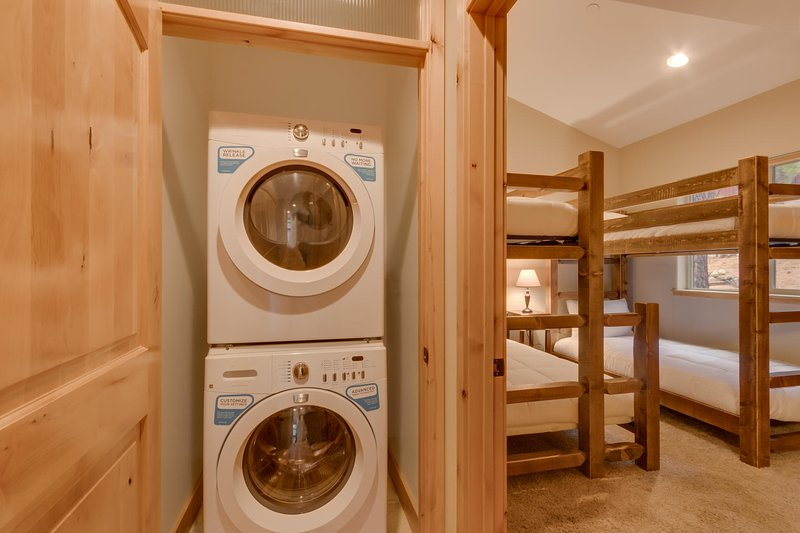 Evergreen Estate - Washer and Dryer in home