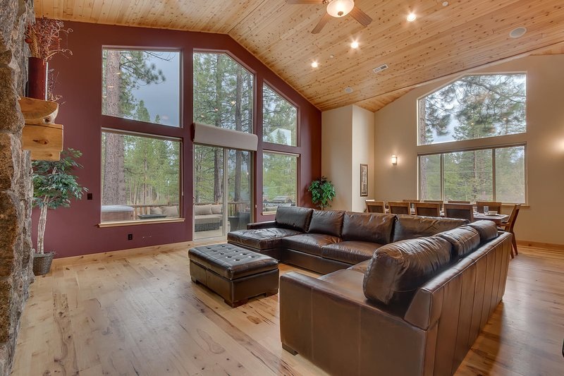 Evergreen Estate - Living room seating