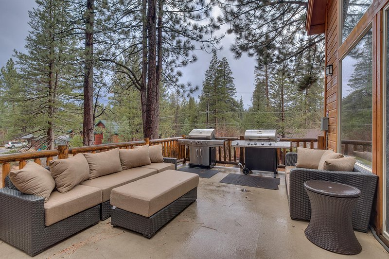 Evergreen Estate - BBQ and outdoor seating