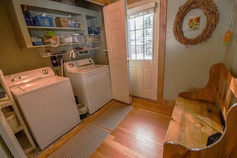 Davis Retreat - Private washer and dryer