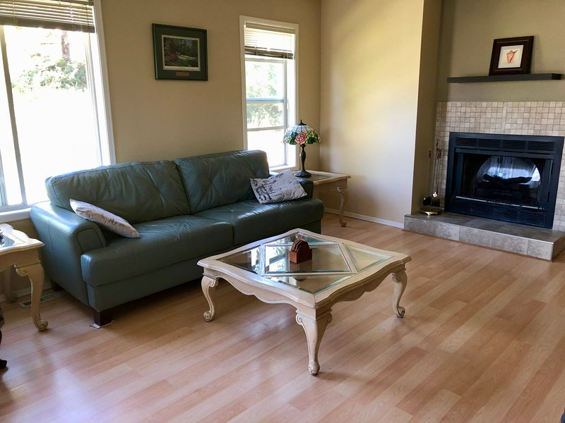 Invermere Two Bedroom-Lovely and Comfy Every Season, Ferienwohnung in Fairmont Hot Springs