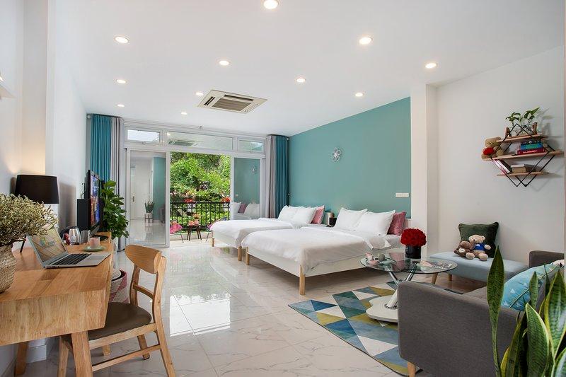 ☆New, Modern Studio w/BALCONY next to Hoan Kiem lake☆ Centre Logi, vacation rental in Hanoi