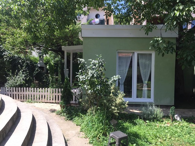 Modern & fully equiped apartment with big garden, vacation rental in Obrenovac
