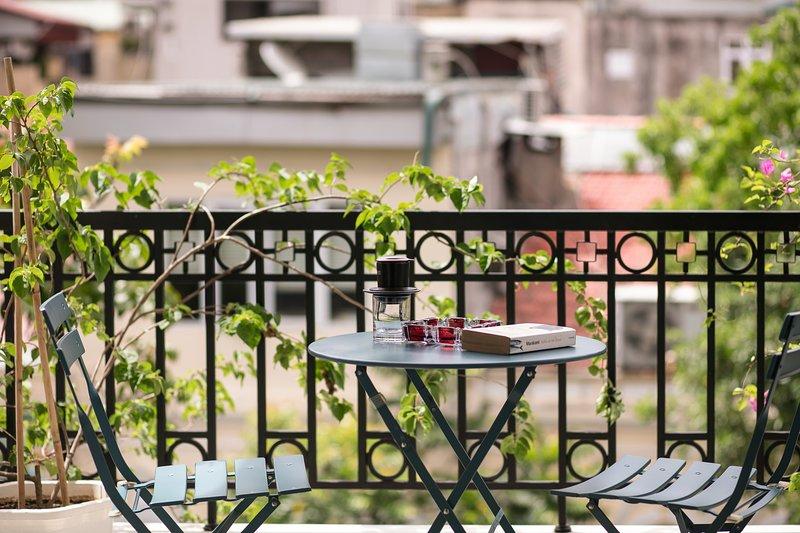 ☆Modern, Trendy Studio w/Balcony next to Hoan Kiem lake☆ Centre Logi, vacation rental in Hanoi