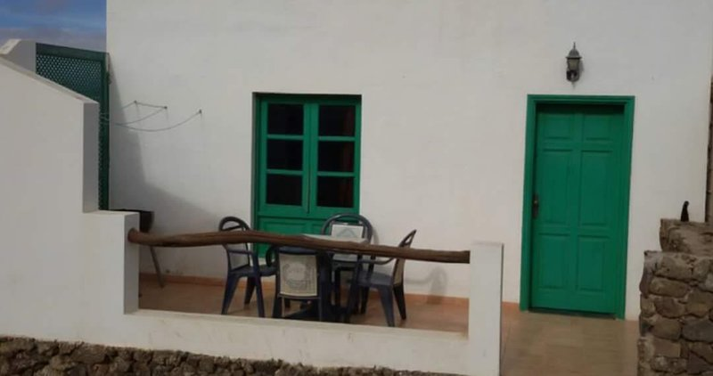 Nice apt with terrace, holiday rental in Tiagua