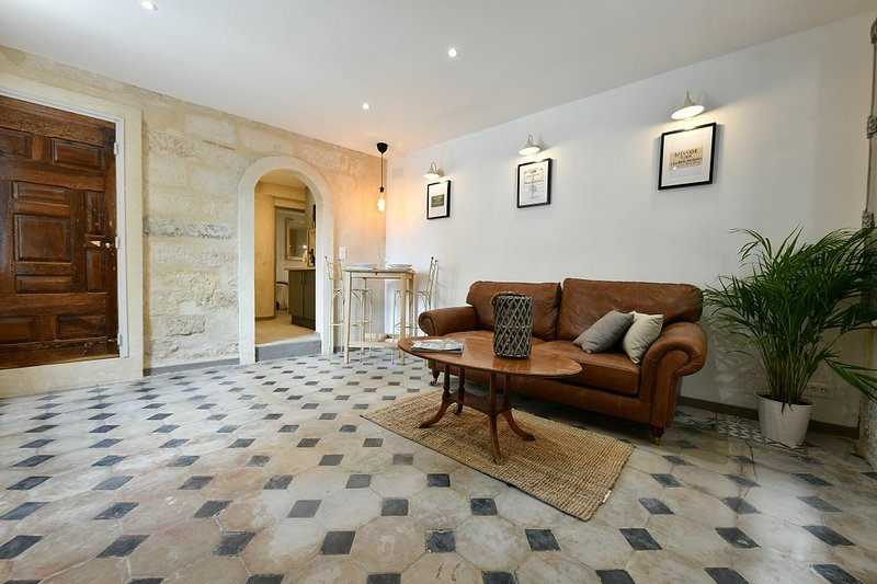 Ground floor apartment next to the Ducal palace, vacation rental in Uzes
