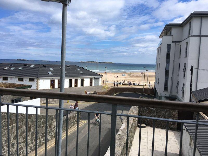 Atlantic Beach View 5 Portrush -Family holiday. East strand. Royal Portrush Golf, holiday rental in County Antrim
