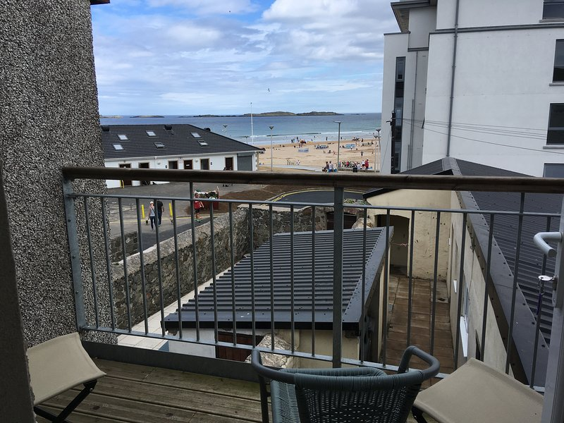 Atlantic Beach View 7 Portrush -Family holiday. East strand. Royal Portrush Golf, holiday rental in County Antrim